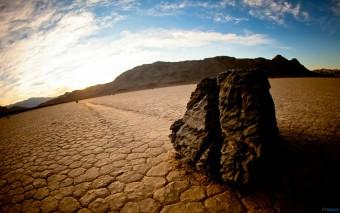 Ruim de stenen van je eigen pad, anders struikelen je kinderen erover.