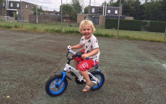 Hoera, mijn kind fietst zonder zijwieltjes!