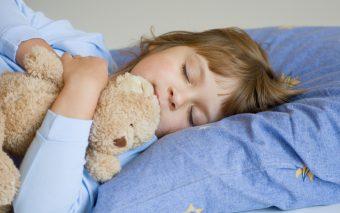 Heeft je kind moeite met inslapen? Deze tips helpen
