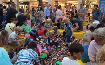 LEGO Superhelden veroveren Stadshart Amstelveen.