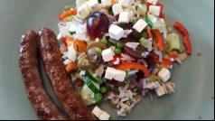 Recepttip: Kleurrijke rijstsalade met chipolataworstjes.