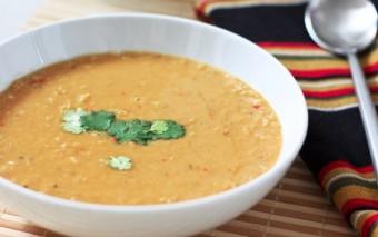 Stevige soep van linzen en kikkererwten.