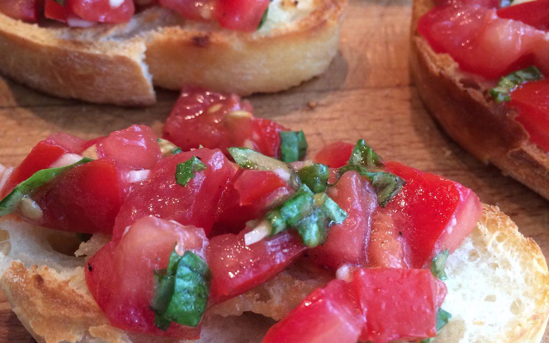 Recept voor bruschetta met klassieke tomaat topping