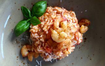 Makkelijk en gezond recept: Tomatenrisotto met garnalen.