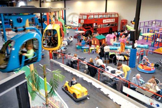 Binnenspeeltuin Race Planet voor kids.