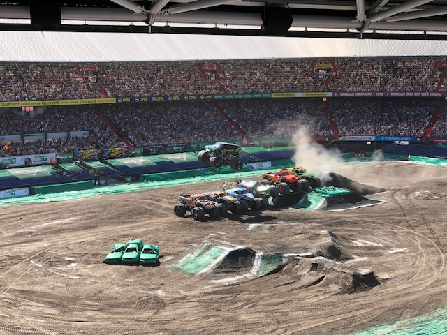 Monster Jam verspring act.